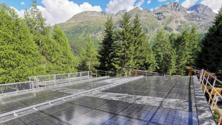 Photovoltaikanlage Forstwerkhof Palüds an einem schönen Herbsttag